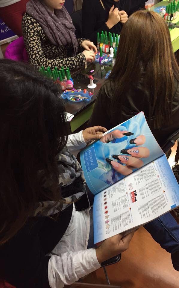 Las alumnas quedaron encantadas con la línea de productos profesionales para uñas que ofrece Fantasy Nails.