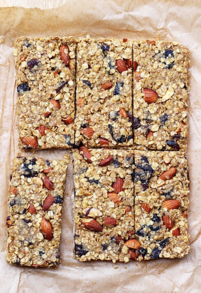 Almond Cherry Oat Bars. Gluten free, dairy free and vegan. Recipe on www.thelittlegreenspoon.com