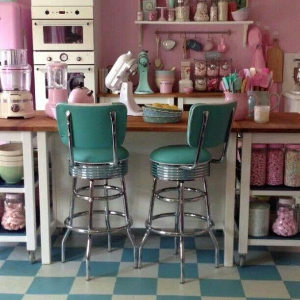 Love♥ Vintage living can be very colorful.