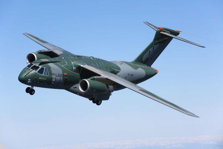O KC-390 vai poder reabastecer outros aviões no ar e transportar mais de 20 toneladas (Embraer)