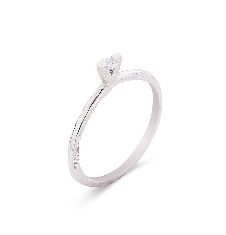 18K gold ELISABETH ring. Round Brilliant Cut DIAMOND or Cubic zirkonia Ring…
