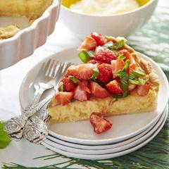 Zomerse citroentaart met aardbeien, basilicum en citroenmelisse