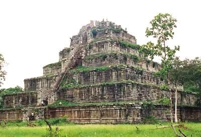 The 30 meters tall Koh Ker Temple Mountain raising high above the plain