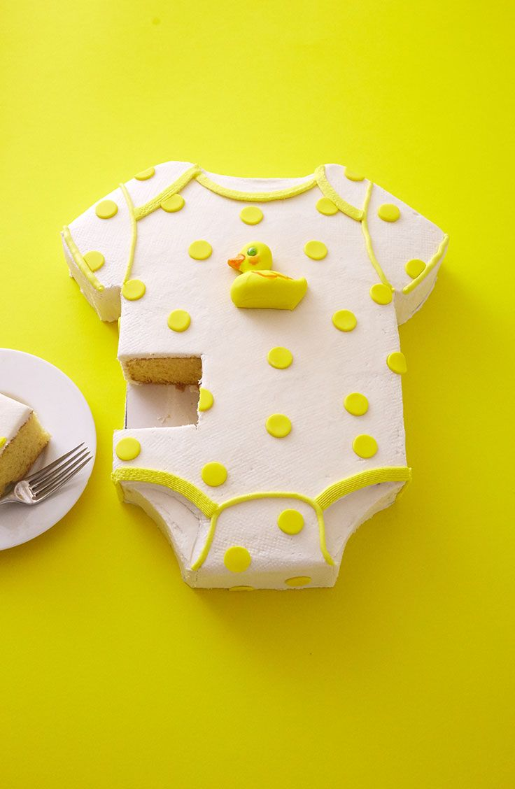 The perfect Step x Step Tutorial to learn How To Make A Duckie Onesie Cake | Cakegirls Step x Step