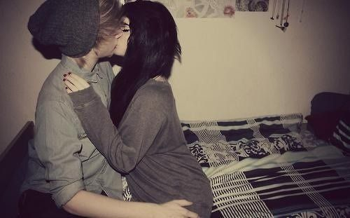 Cute eMo Couples Pictures