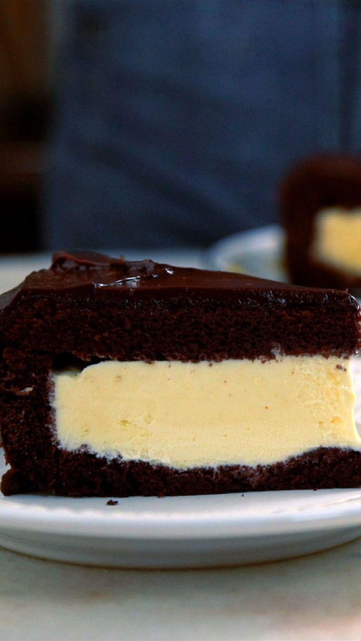 Que tal preparar um delicioso e fácil bolo recheado com sorvete?