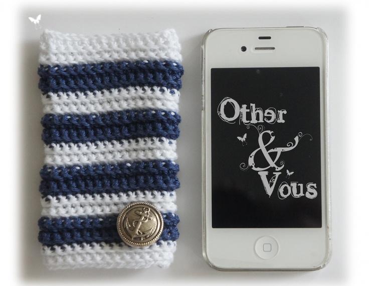 """Pochette mobile / Etui portable """"Marinière à la JPG"""" en laine coton bleu marine & blanc * un bouton métal ancre de bateau dimensions : 11X6 cm - ouverture haut & bas pour accessibilité prise casque et prix chargeur... peut convenir à plusieurs marque de mobile"""
