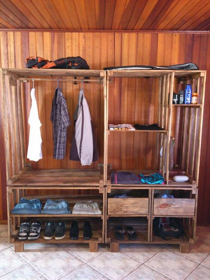 Best 25 pallet wardrobe ideas on pinterest pallet for Making things with wooden pallets
