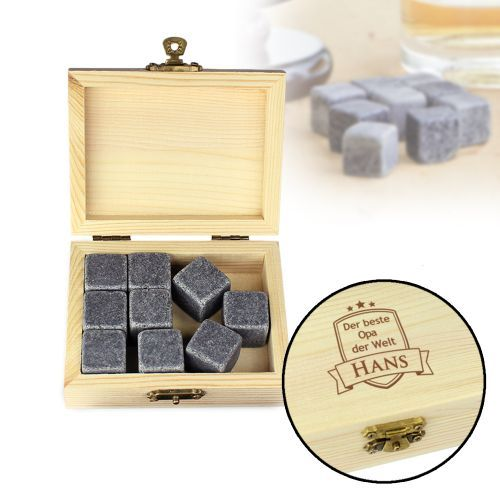 Die Whisky Steine in edler Holzkiste mit schicker Gravur sind ein tolles Geschenk für den besten Opa der Welt, dass durch die personalisierte Gravur ein absolutes Geschenke-Highlight für jeden Whisky-Liebhaber wird.