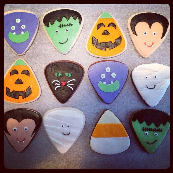 halloween decorated sugar cookies by sweettreatsbygwen