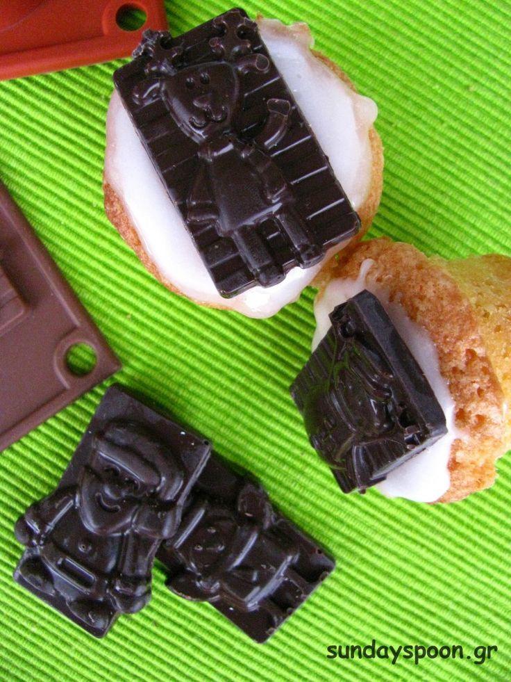 Mini xmas cupcakes with vanilla fondant (spoon sweet) and chocolate / Μίνι χριστουγεννιάτικα cupcakes με υποβρύχιο και σοκολάτα
