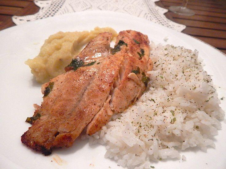 Filé de Tilápia Salteada com manteiga e ervas para equilibrar a alimentação do dia-a-dia.