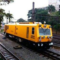 Maquina de manutencao dos trilhos da ferrovia