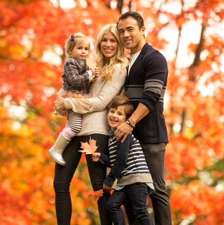 Advice from Me Ra's Stylist on What to Wear for Fall Photos, plus Me Ra's BEST advice to moms on how to plan your outfits for a family photo shoot!