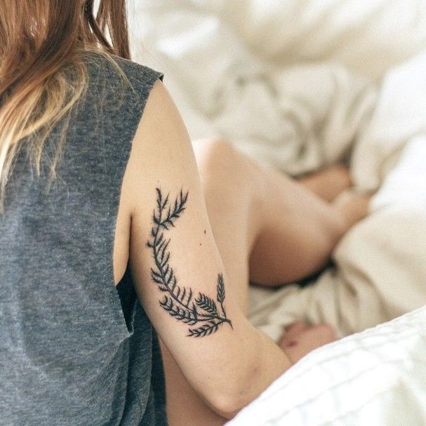 Les 25 meilleures id es de la cat gorie tatouage du genou sur pinterest tatouage d 39 abeille - Signification emplacement tatouage ...