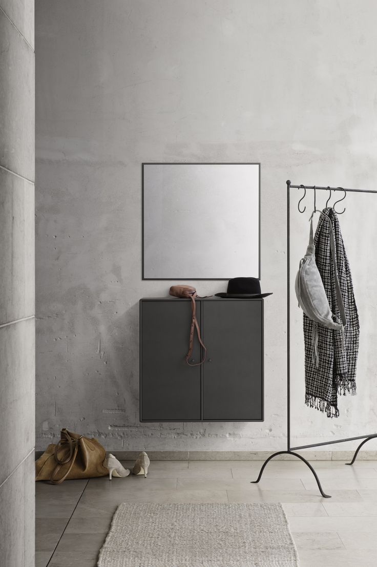 WELCOME – cabinet and mirror for the entrance.