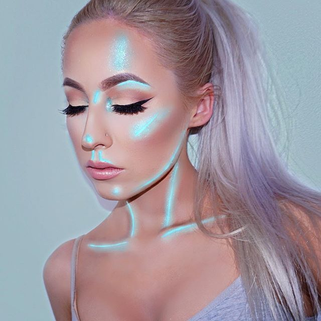 ❄️ Inspired by @openmindfreesoul  P R O D U C T S:  @makeupgeekcosmetics @makeupgeektv ✖️ Mint Full Spectrum Liner ✖️ Solstice Sparkler  @tartecosmetics ✖️ Rainforest of the Sea Foundation Light Sand  @anastasiabeverlyhills ✖️ Taupe Dip Brow ✖️ Self Made Palettr ✖️ Light Creme Contour Kit ✖️ That Glow Kit ✖️ Pure Hollywood Liquid Lipstick  @gerardcosmetics ✖️ Blonde Brow Bar to Go ✖️ Angel Cake Supreme Lip Creme  @benefitcosmetics ✖️ They're Real Push Up Liner ✖️ Porefessional  @hudabeauty…