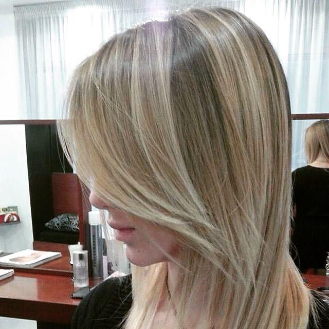 Spotted...in salone! Sfumature firmate Degradé Joelle. #cdj #degradejoelle #tagliopuntearia #degradé #dettaglidistile #welovecdj #clientefelice #beautifulhair #naturalshades #hair #hairstyle #hairstyles #haircolour #haircut #fashion #longhair #style #hairfashion