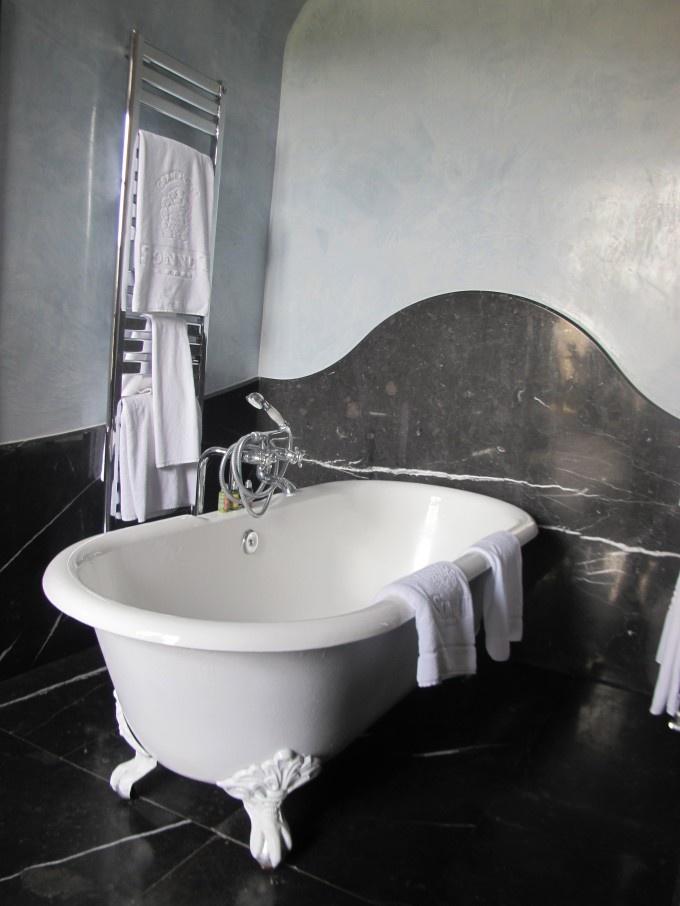 Badet på et av rommene på Gran Hotel Son Net, Mallorca