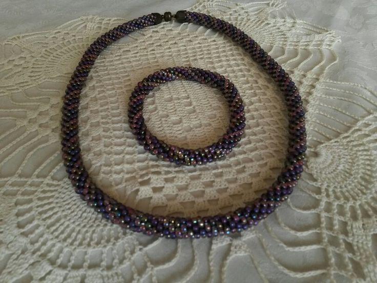 Korálky - náhrdelník a náramek, háčkovaná dutinka,