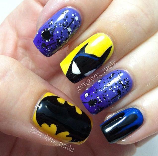 Uñas kawaii Batman nails