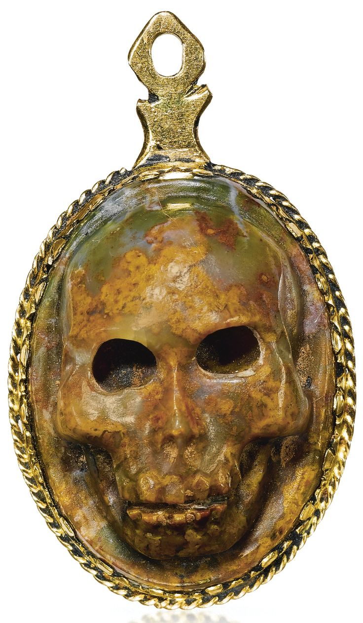 GERMAN, 17TH CENTURY PENDANT WITH A SKULL CAMEO jasper, mounted in gold.