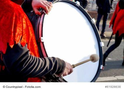 Klassische Musikinstrumente Liste mit Bildern, Stöbern Sie in unserer Liste der bekanntesten klassischen Musikinstrumente mit Bildern, entdecken Sie die vielfältige Welt der Schlag- und Streichinstrumente. #musik #musikinstrumente #music #instruments #pauke  https://kleinesonne.de/musikinstrumente/
