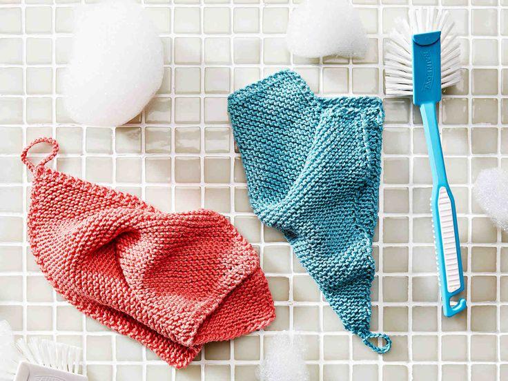 Neulo itsellesi tai lahjaksi helppo tiskirätti. Tämä veikeä puhdistaja on poikkeuksellisesti neulottu kulmasta kulmaan.