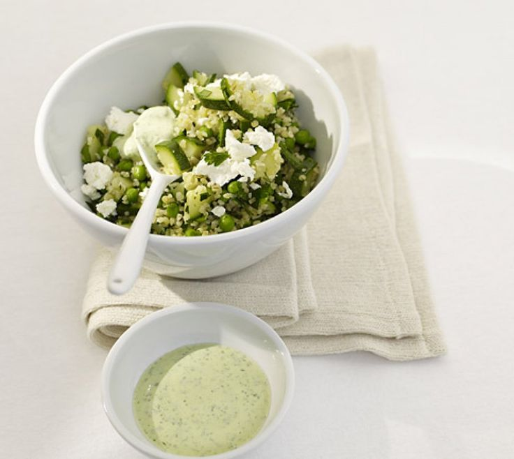 Rezept für Grüner Bulgursalat bei Essen und Trinken. Ein Rezept für 4 Personen. Und weitere Rezepte in den Kategorien Gemüse, Getreide, Milch + Milchprodukte, Vorspeise, Beilage, Salate, Einfach, Fettarm, Kalorienarm / leicht, Schnell, Vegetarisch.