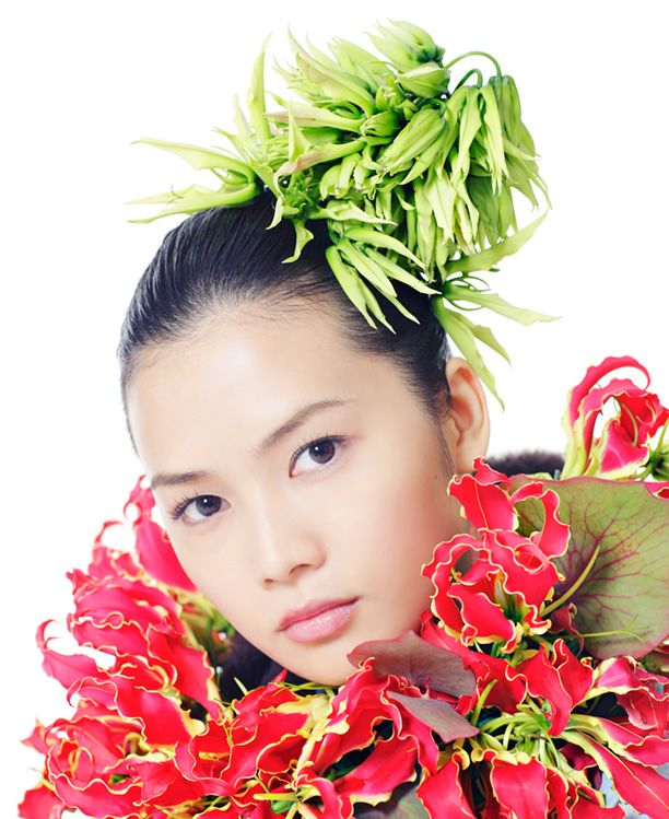 FLOWER OF WOMEN|YUI - Rolling Stone Japan. http://www.rollingstonejapan.com/fashion/flower-of-women-yui/