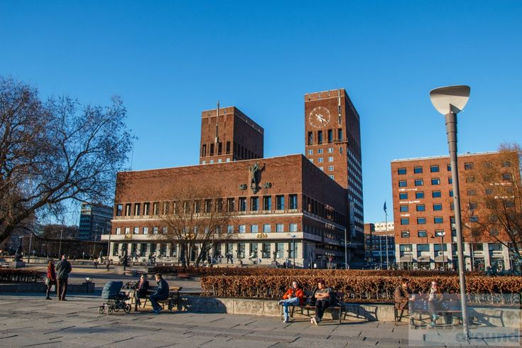 Das Rathaus von Oslo - Check more at https://www.miles-around.de/europa/norwegen/oslo-am-nachmittag/,  #Expresszug #flytoget #Opernhaus #Oslo #Schloss #Sightseeing