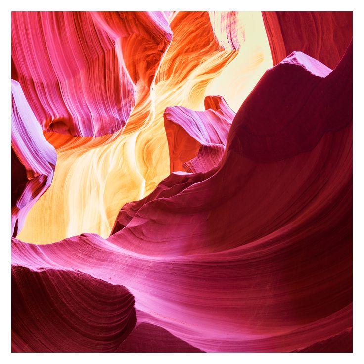 Amerika'nın Arizona eyaletinde bulunan Antelope Kanyonu, erozyon sonucu oluşmuştur ve oldukça ilginç fotojenik kaya oluşumlarıyla dikkat çeker.  Yeni yerler keşfetmek için ihtiyaç duyacağın herşey için görsele tıkla!
