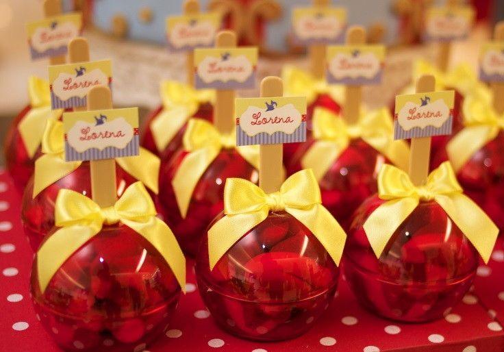 Decoração completa com doces e personalizados.  Painel de Baloes Incluso no tamanho 3x2