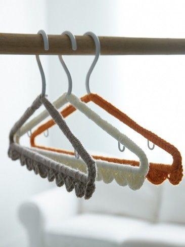 Yarnspirations.com - Bernat Scallop Edge Hanger Cover - free Patterns    Yarnspirations