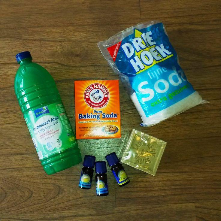 Schappen vol flessen, sprays en spuitbussen vind je in de supermarkt. Voor elk klusje is er wel een apart schoonmaakmiddel op de markt. Voor je het weet, heb je een keukenkastje vol. Maar is dat nou allemaal wel nodig? En kan het ook zonder die overvloed aan chemicaliën?