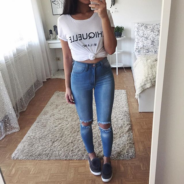 Simple  Tee: @chiquelle | Shoes: @ikrushcom