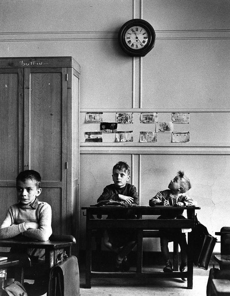 Le cadran scolaire, Paris 1956 © Robert Doisneau