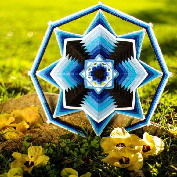 Mandala de linha de lã - 50cm - 8 pontas Visite o nosso site e compre via pagseguro ou mercadopago! www.mandalirios.com.br R$ 200,00