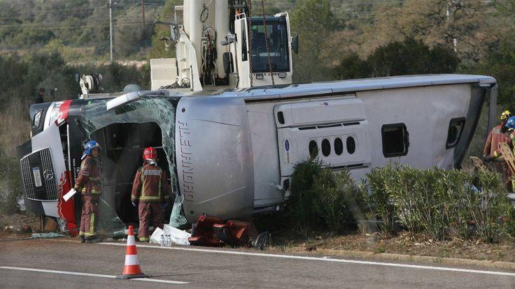Kaatunut bussi.