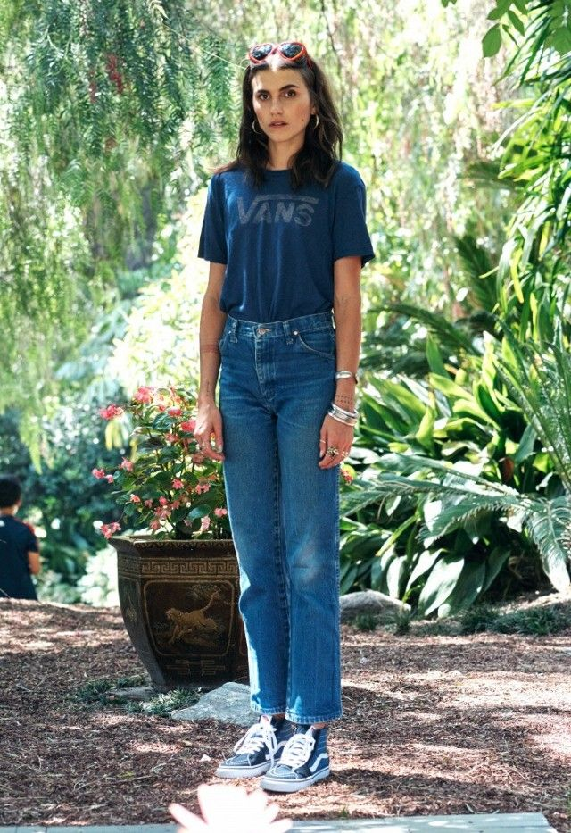 The L.A.-Girl Way to Wear Sneakers for a Day Out | WhoWhatWear