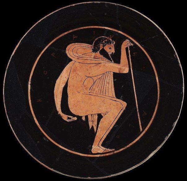 Французский антрополог Филипп Шарле в своем труде Toilet Hygiene in the Classical Era рассказывает, кто, как и с какими последствиями следил за гигиеной в былые времена. Так, греки использовали камешки и глиняные шарики, которые археологи поначалу приняли за фишки для какой-то игры. Эллины не могли просто так совать в прямую кишку керамику и потому подходили к процессу творчески: писали на них имена своих врагов. Хочешь узнать, кого не любит грек — посмотри на то, чем он подтирается.