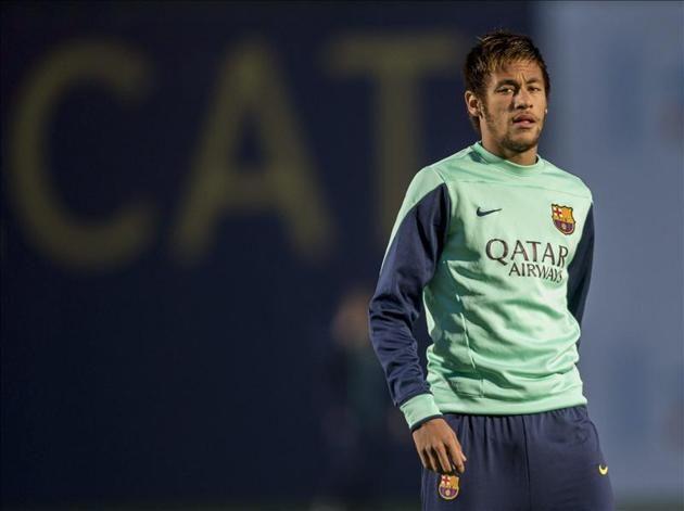 El jugador brasileño del FC Barcelona Neymar, durante el entrenamiento de ayer. EFE