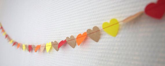 This garland will make any celebration special! Valentine's Day, a marriage proposal or baby shower will be extraordinary. Hearts garland  decoration van TienZes op Etsy