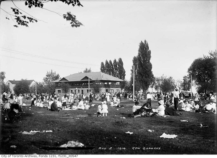 Kew Gardens, Toronto Beach - Civic Holiday - 1914