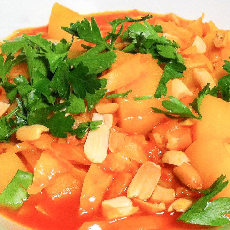 Rasp degeschilde rettich grof. Fruit de peper metkerrie, komijn, gemberpoeder en peper fruiten. Voegna 1 minuut de fijngesnipperde knoflook en ui al oms