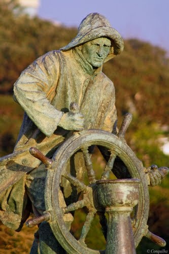 Homem do Leme na Foz www.webook.pt #webookporto #porto #arquitectura