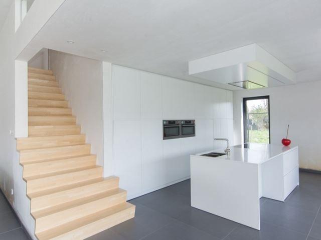77 best images about binnendeuren en trappen on pinterest - Huis met trap ...