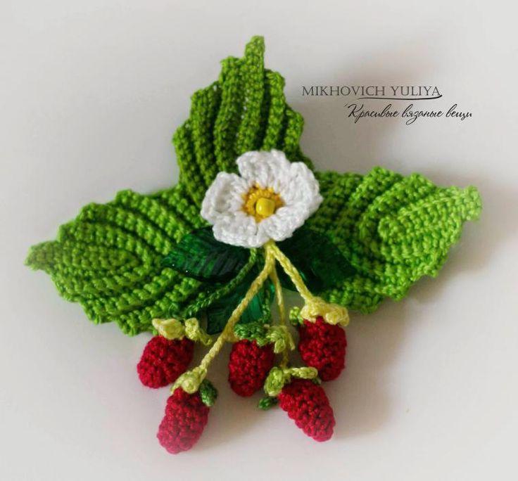 Для вязания такого ягодного украшения потребуется: 1. Тонкая пряжа: Ирис, Виолет (зеленого и красного цветов) для вязания цветков и ягод и Коко (зеленого, белого, желтого цветов) для вязания листиков. 2. Крючок №1 (можно и № 0,9 или 0,8). 3. Бусина (или крупный бисер желтого цвета), это будет сердцевина цветка и декоративные пластмассовые листики. 4.