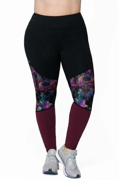 Just a touch of print adorns this Rainbeau Curves Gwen Pieced Legging for a splash of fun for the gym and beyond,