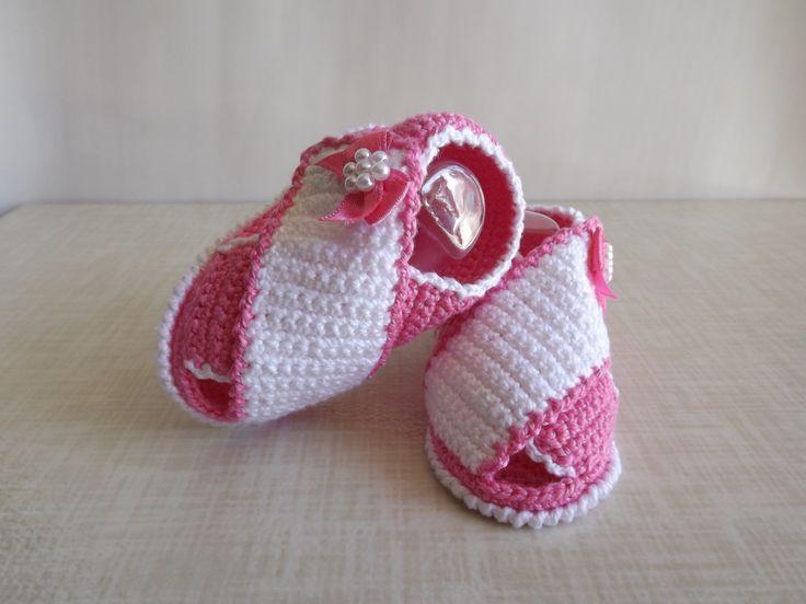 papete feita de croche, cores e tamanhos a criterio do cliente.   tamanhos:0 a 3 meses e 3 a 6 meses !!!  informar o tamanho no ato da compra!